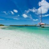Catamarano alla spiaggia Immagini Stock Libere da Diritti