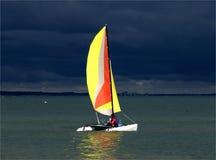 Catamarano nel temporale Immagine Stock