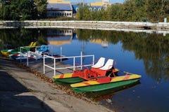 Catamarans bij het dok Stock Foto
