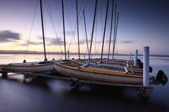 Catamarans die bij Lange Pier, Australië worden vastgelegd stock fotografie