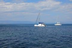 Catamarans en mer ionienne, île de Corfou, Grèce, l'Europe photo libre de droits