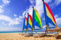 Catamarans op het strand van Playacar bij Caraïbische Zee Royalty-vrije Stock Foto