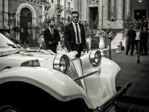 Catania Italien - Oktober 14: Den grymma mannen ser kameran på italienskt bröllop på Oktober 14, 2014 i Catania, Italien Royaltyfria Foton