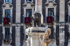 Catania, Sicília: a escultura do elefante no quadrado principal Imagens de Stock