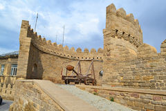 Catapult. On the fortress wall of Old sity Baku Stock Photos