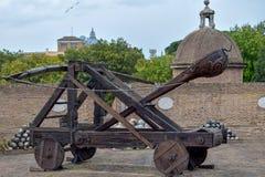 """Catapulte romaine - vue d'en haut chez Sant """"Angelo Castle Italy photos libres de droits"""