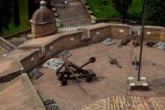 """Catapulte romaine - vue d'en haut chez Sant """"Angelo Castle Italy photo libre de droits"""
