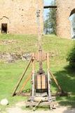 Catapulte sur le château de Velhartice images stock
