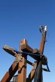 Catapulte sur un ciel bleu photographie stock libre de droits