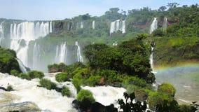 Cataratas del Iguazu Waterfall op Iguazu-Rivier in Nationaal Park, Parana, Brazilië stock footage