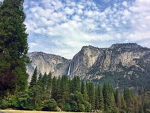 A Cataratas do Anjo no parque nacional de Yosemite imagem de stock royalty free