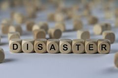Catastrophe - cube avec des lettres, signe avec les cubes en bois Images libres de droits