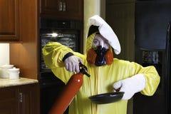 Catastrophe de cuisine avec HazMat et extincteur Photo stock