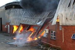 Catastrophe du feu dans l'entrepôt photos libres de droits