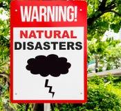 Catastrophes naturelles avertissant le signage dans la jungle Photos stock