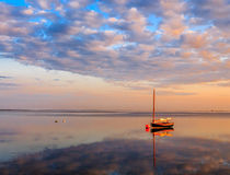 Catboat przy świtem Zdjęcia Royalty Free