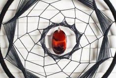 Catcher ονείρου με τον κόκκινο πολύτιμο λίθο Στοκ Φωτογραφίες