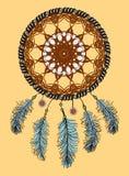 Catcher ονείρου Συρμένο χέρι ινδικό φυλακτό αμερικανών ιθαγενών με τα φτερά Εθνικό σχέδιο, κομψό, φυλετικό σύμβολο boho Στοκ Εικόνα