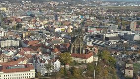 Catedral aérea do zangão 4k Brno Bruenn de St Peter e de Paul filme