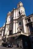 Catedral al lado de Teatro Roma en Catania, Sicilia fotografía de archivo libre de regalías