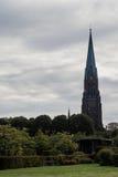 Catedral antigua con el reloj Foto de archivo libre de regalías