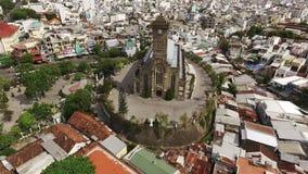 Catedral atholic do  da vista aérea Ñ em Ásia, Vietname filme
