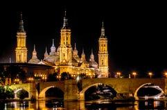 Catedral-basílica de nossa senhora da coluna e da ponte romana Fotos de Stock