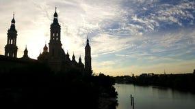 A Catedral-basílica de nossa senhora da coluna no por do sol imagem de stock