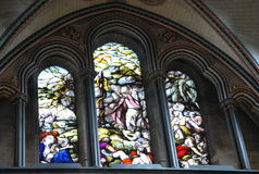 A catedral bonita de Salisbúria no Reino Unido fotos de stock royalty free