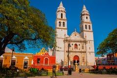 Catedral, Campeche, México: Plaza de la Independencia, em Campeche, cidade velha do ` s de México de San Francisco de Campeche foto de stock royalty free