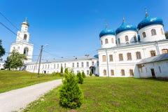 Catedral cruzada santa 1763 en el ` s Yuriev Orthodo de San Jorge Imagen de archivo libre de regalías