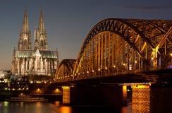 A catedral da abóbada na água de Colônia Imagem de Stock
