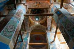 Catedral da natividade de nossa senhora, monastério de St Anthony em Veliky Novgorod, Rússia - opinião do interior Foto de Stock
