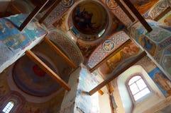 Catedral da natividade de nossa senhora, monastério de St Anthony em Veliky Novgorod, Rússia Vista interna Fotos de Stock