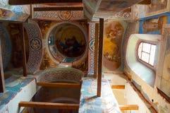 Catedral da natividade de nossa senhora, monastério de St Anthony em Veliky Novgorod, Rússia Vista interna Fotografia de Stock
