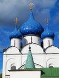 A catedral da natividade do Virgin na cidade de Suzdal em Rússia Fotografia de Stock
