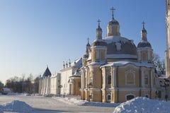 Catedral da ressurreição no quadrado do Kremlin na cidade de Vologda imagem de stock royalty free