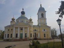 Catedral da suposi??o do Virgin aben?oado na cidade antiga do russo de Myshkin no in?cio do inverno foto de stock royalty free