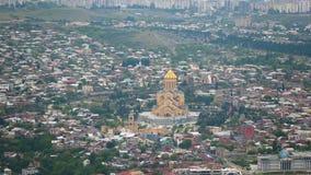 Catedral da trindade santamente de Tbilisi, excursão de monumentos arquitetónicos de Geórgia video estoque