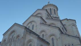 Catedral da trindade santamente de Tbilisi Tsminda Sameba - Geórgia vídeos de arquivo