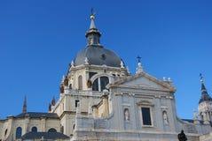 Catedral de Almudena en Madrid. Foto de archivo libre de regalías