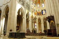 Catedral de Almudena, Madrid. Abóbada e altar principais Fotografia de Stock Royalty Free