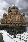 Catedral de Berlín en invierno Foto de archivo libre de regalías