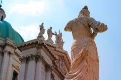 Catedral de Brescia y la estatua de Minerva Foto de archivo libre de regalías