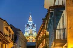 Catedral de Cartagena en la noche imagen de archivo