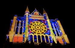 Catedral de Chartres con las luces de la noche imagen de archivo libre de regalías