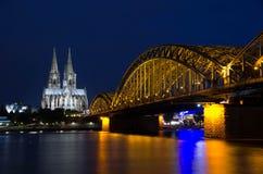 Catedral de Colonia en la noche Imagen de archivo