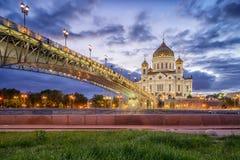 Catedral de Cristo el salvador y el puente patriarcal en la víspera Fotografía de archivo