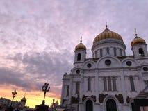 Catedral de Cristo o salvador no centro da noite do verão de Moscou fotografia de stock