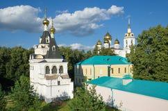 Catedral de Dmitrov, de Rússia, de Elizabeth Church e de Uspensky no Kremlin de Dmitrov fotos de stock royalty free